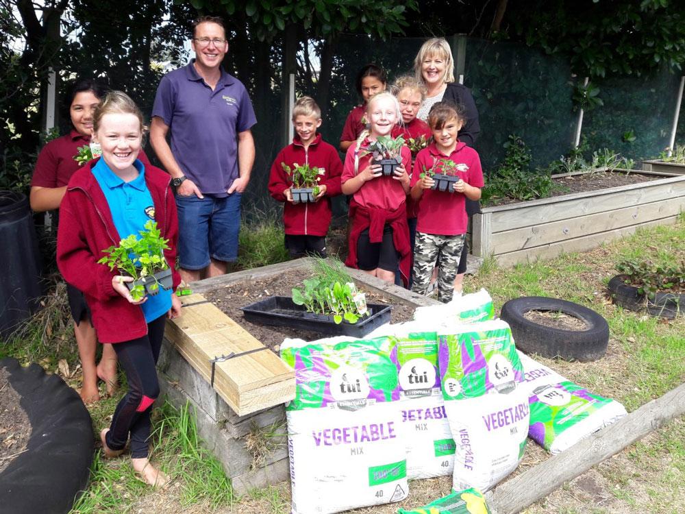Aranui School Vegetable Garden Team with Gareth Carter from Springvale Garden Centre